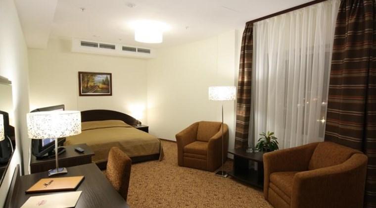 Вместительный полулюкс в гостинице Митино